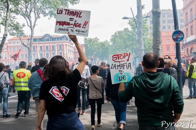 A Toulouse sur les pancartes des ces manifestants on peut lire que la loi travail est un retour en arrière