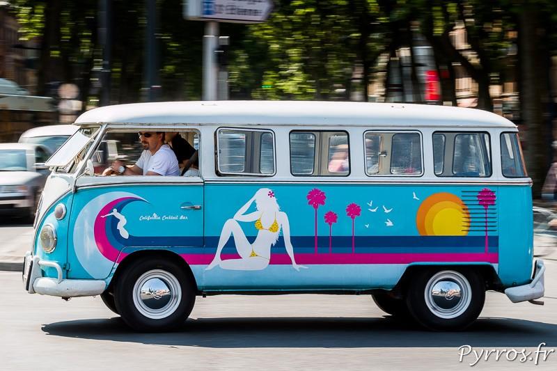 En route pour les vacances avec le Volkswagen Combi
