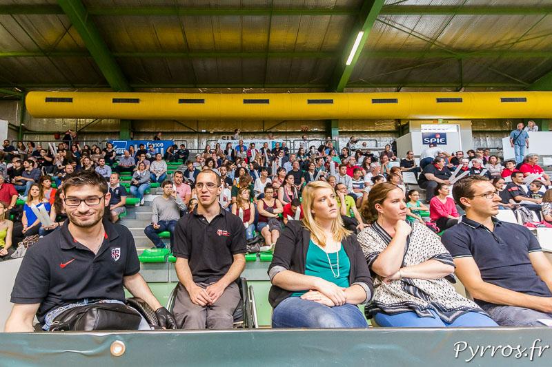 Le public est nombreux pour le coup d'envoi de la rencontre de Quad Rugby qui oppose les Toulousains en rouge aux NACKA SPIDERS en noir