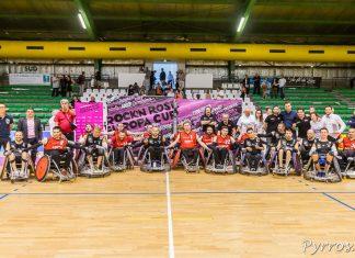 Les joueurs du STRH posent avec les joueurs des NACKA SPIDERS en compagnie des partenaires du club toulousain