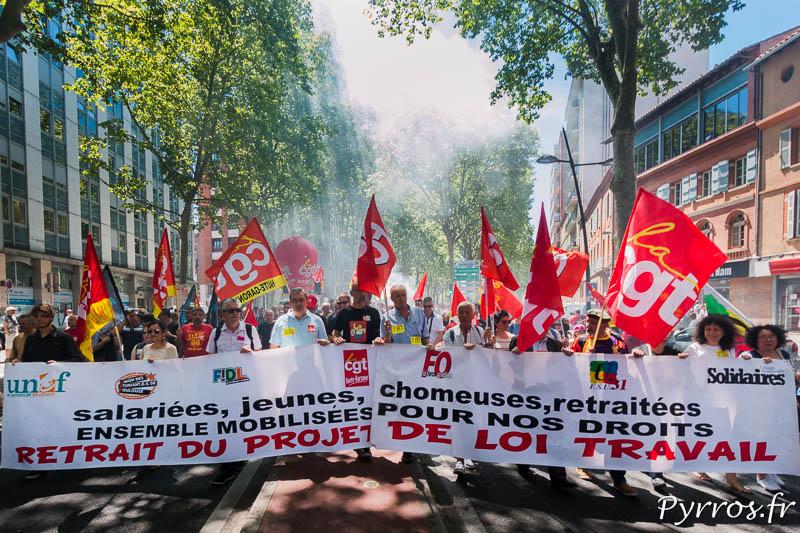 La banderole des syndicats est utilisée depuis le début de la mobilisation contre le projet de loi travail