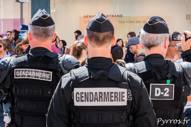 """Les gendarmes encadrent les opposants à la loi travail ors de l'action """"y'a pas d'arrangement"""""""