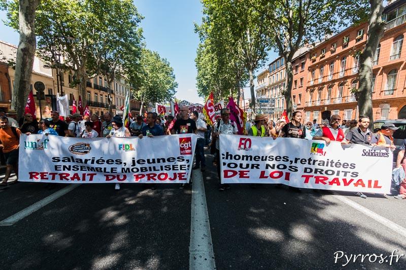 La banderole de l'intersyndicale ouvre la manifestation de Toulouse