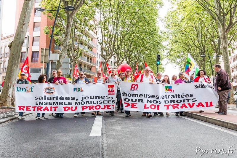 La banderole unitaire ouvre une nouvelle le cortège opposé à la loi travail