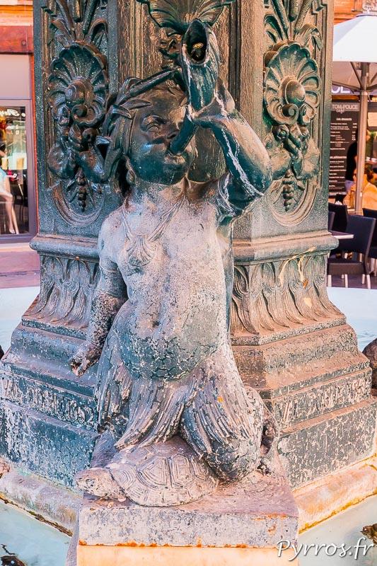 Angelot agenouillé sur une tortue, détail de la fontaine de la place Salengro