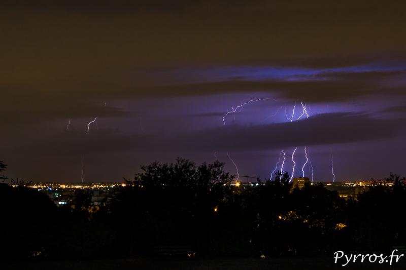 9 impacts de foudre frappent au nord de Toulouse(Réalisé sans trucage)
