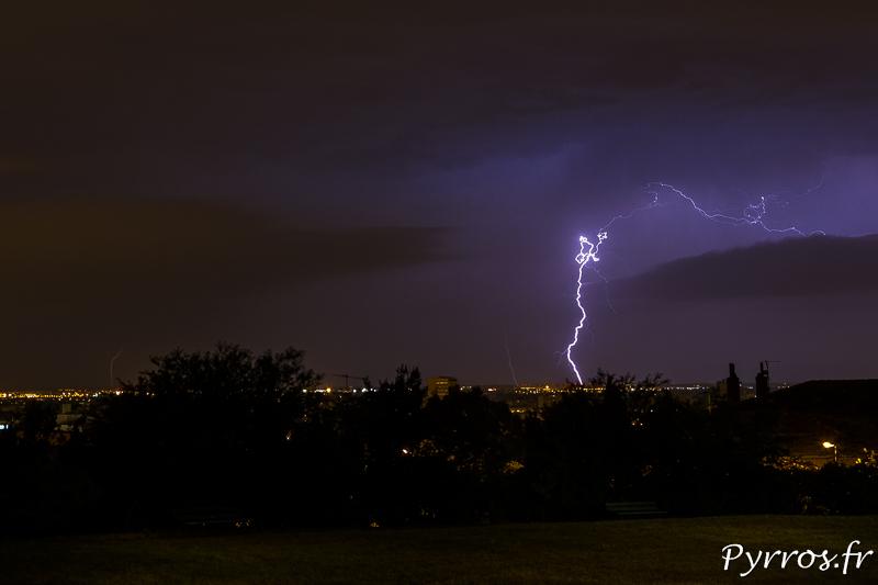 Un orage passe au Nord de Toulouse, alors que la ville dort encore