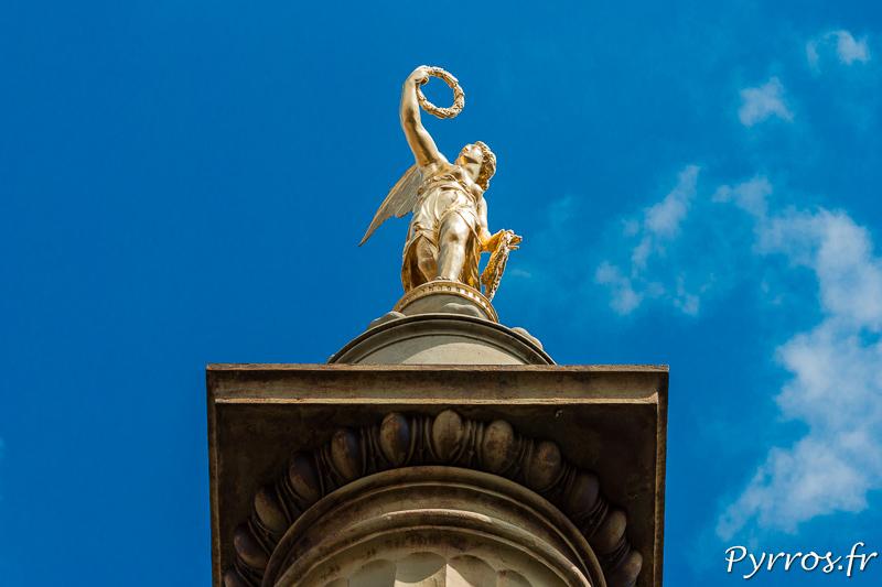 Dame Tholose au sommet de la fontaine de la place Dupuy