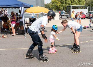 Marine (Championne de France de Border Cross) accompagne une jeune patineuse