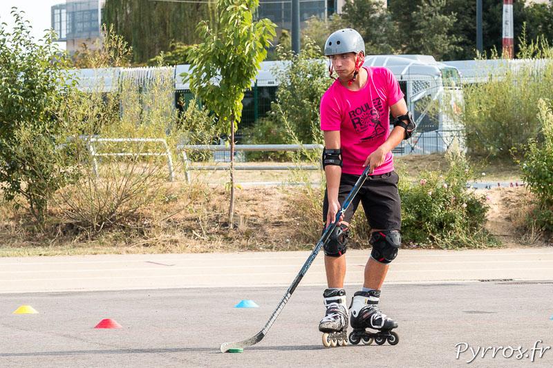 Un joueur de Hockey cherche une solution pour arriver jusqu'à la cage