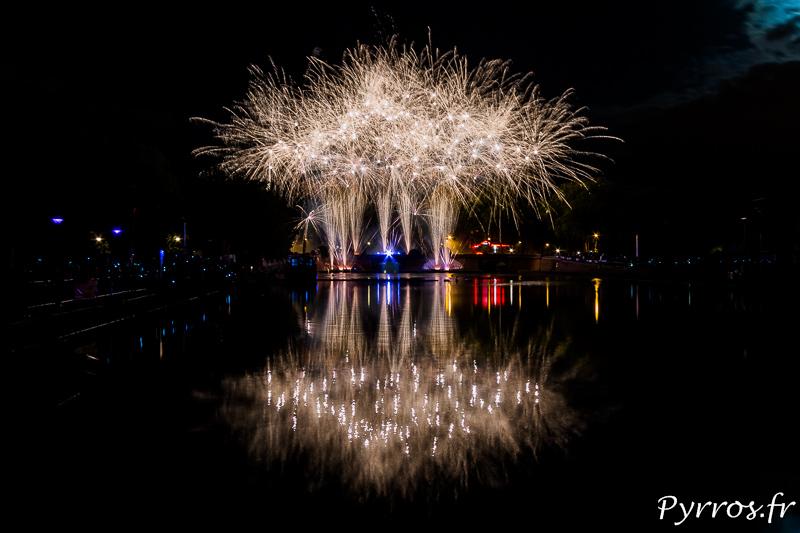 Pour l'anniversaire du Canal du Midi, un feu d'artifice a été tiré aux Pont Jumeaux