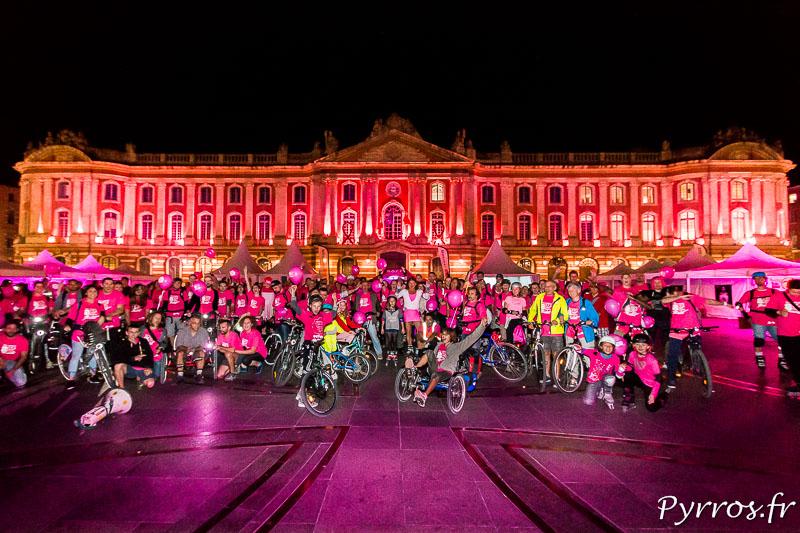 340 personnes ont participé à la randonnée de lancement d'Octobre Rose. Certains étaient en roller et d'autres à vélo