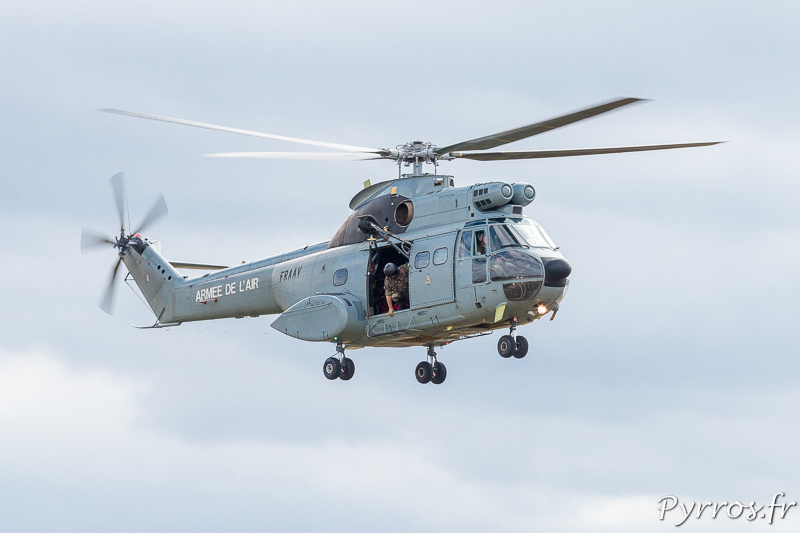 Sud-Aviation SA.330 Puma approche de la Drop Zone