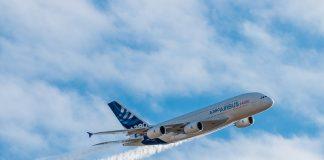 l'A380 prend de la vitesse pour un dernier passage audessus de Gimont avant de repartir vers Blagnac