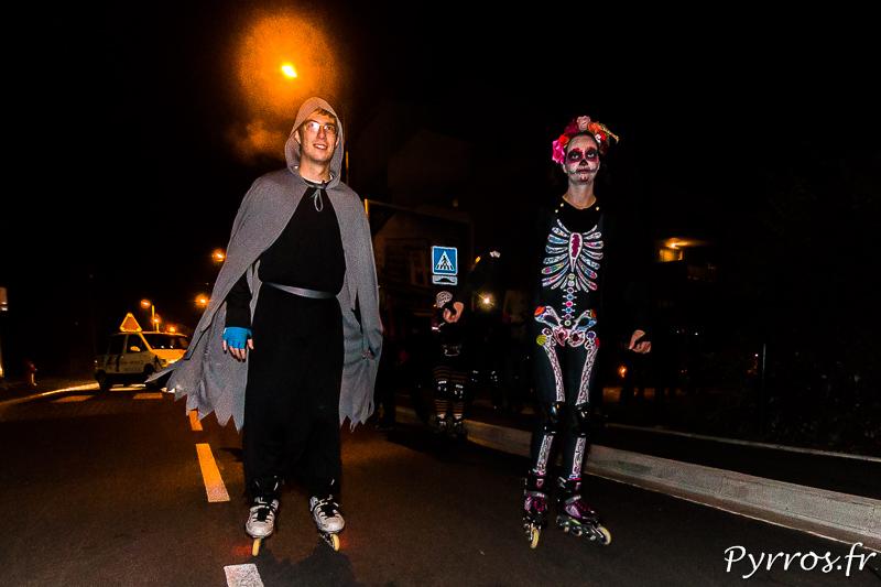 Loin du centre ville les patineurs costumés sont nombreux à suivre la RAndoween