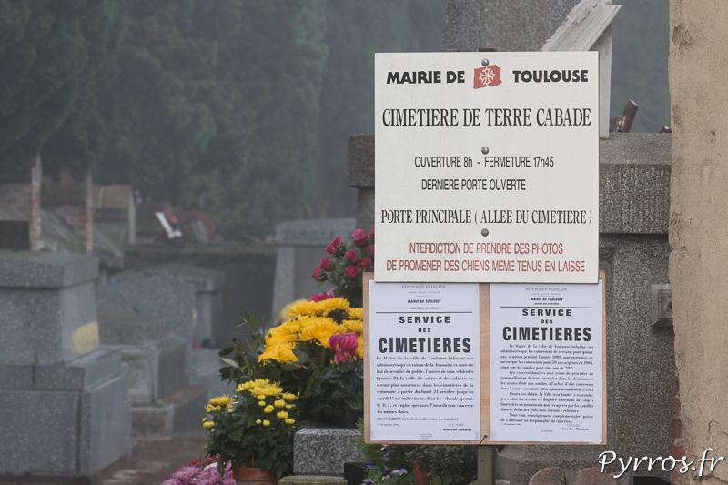 """A l'entrée du cimetière les règles sont simples, """"Interdiction de prendre des photos"""""""