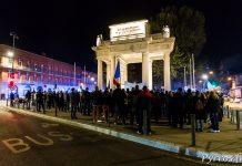 Devant le Monuments aux Combattants de Toulouse 300 à 400 policiers et pompiers sont regroupés