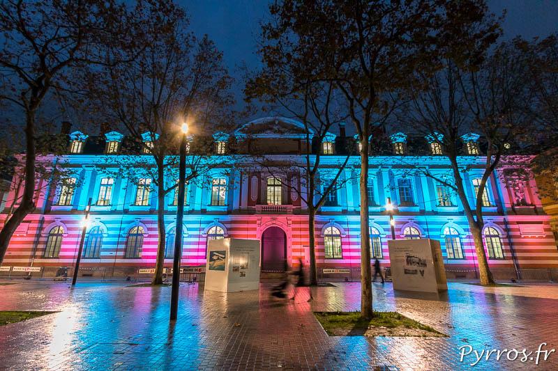 La façade de l'ancienne Faculté des Sciences est illuminée pour Lumières sur le Quai