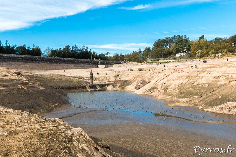 Vidange du lac de Saint Ferréol, les curieux sont nombreux