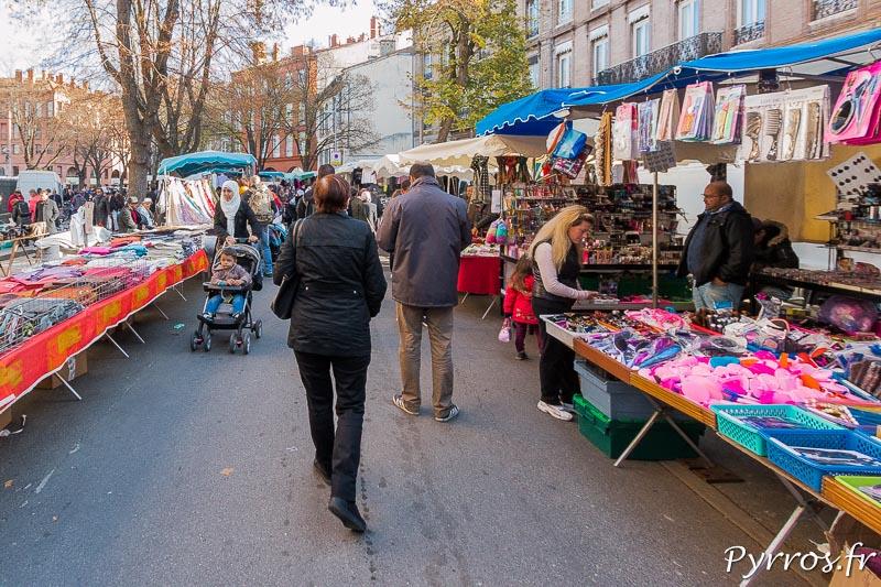Dans le Marché aux puces de Toulouse on trouve de tout, des vetements et des accessoires de mode