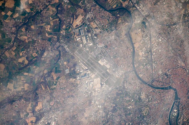 L'aéroport de Toulouse Blagnac photographié depuis l'ISS (Photo : Thomas Pesquet sous réserve)