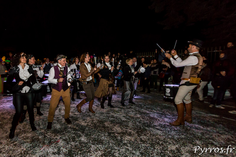 Les groupes à pieds sont souvent accompagnés de Batucada pour animer les Grand Carnaval 2017