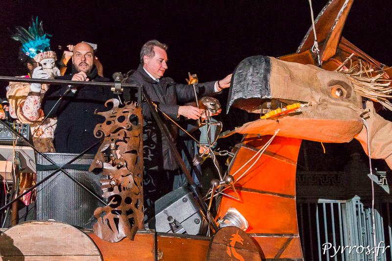 Le Maire de Toulouse dépose les clefs de la Ville dans le Bec de Monsieur Carnaval 2017