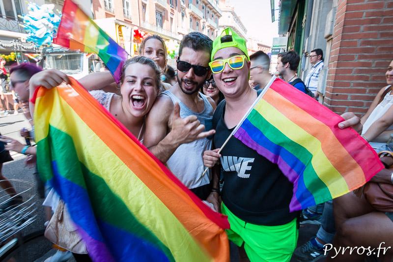 Des participants à la Marches de Fiertés de Toulouse, tout sourire