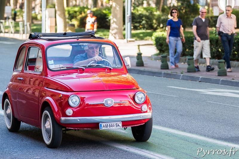 Un Fiat 500, c'est une voiture très petite