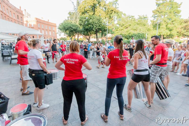 La bateria des Peaux Rouges donne sa première représentation en public