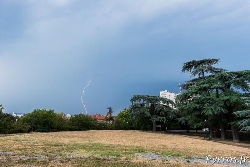 Un orage gagne en force au nord de Toulouse