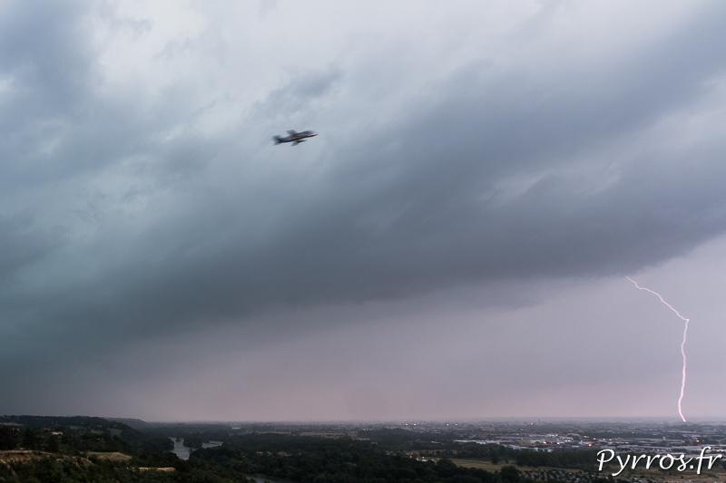 Un avion se pose à Toulouse en plein orage