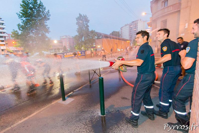 A la Caserne de Lougnon les pompiers arrosent les patineurs
