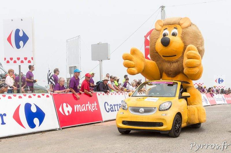 Le lion de la LCL ouvre la Caravane Publicitaire du Tour de France
