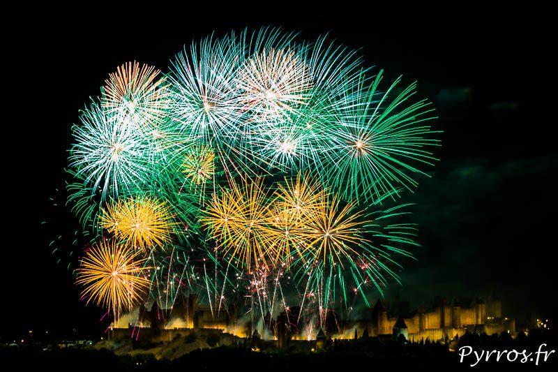 Carcassonne tire un Feu d'Artifice au dessus de la Cité, lors du bouquet finale les bombes sont nombreuses et certaines montent particulièrement haut