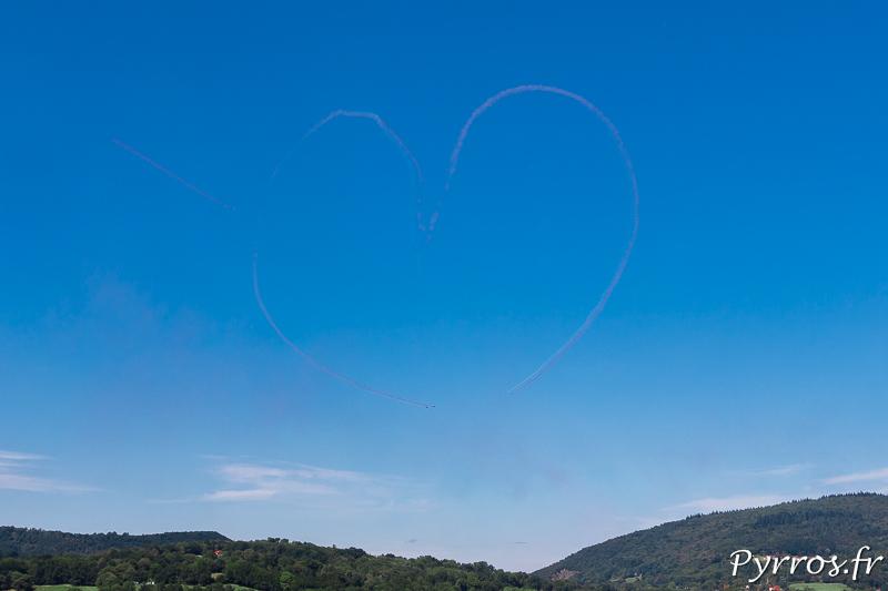 Patrouille de France réalise son coeur dans le ciel de Saint Bertrand de Comminges