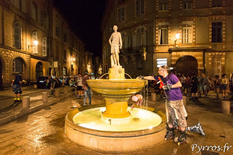 A la fontaine Sainte Scarbes les patineurs rechargent leurs armes