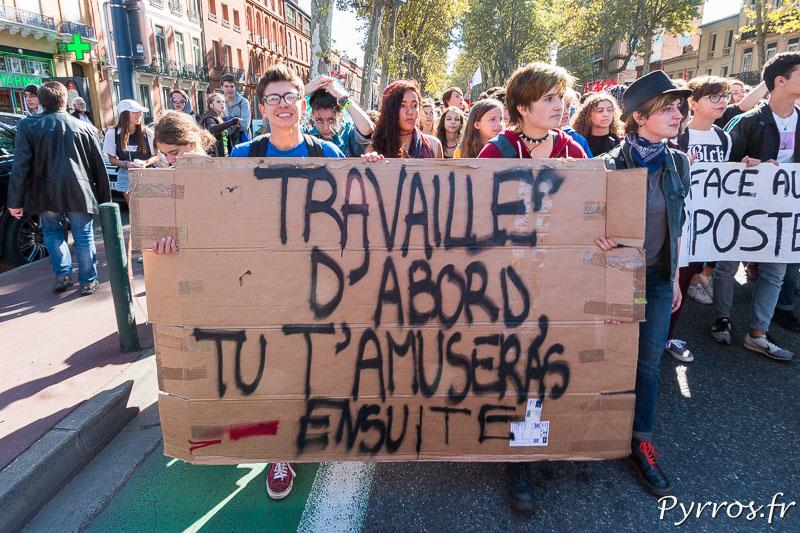 Un cortège de lycéens rejoint la manifestation