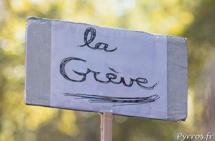 """Pancarte """"La Grève"""" lors de la manifestion contre la réforme du code du travail"""