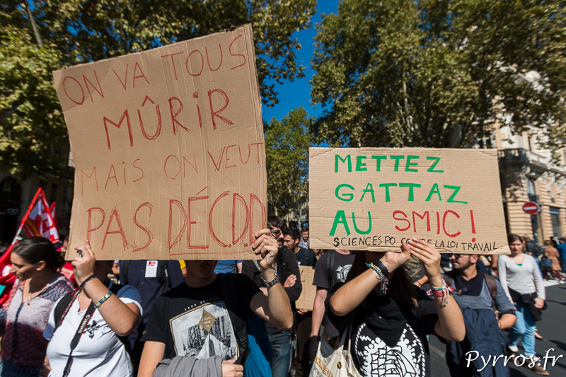 Les étudiants manifestent contre la réforme du Code du Travail