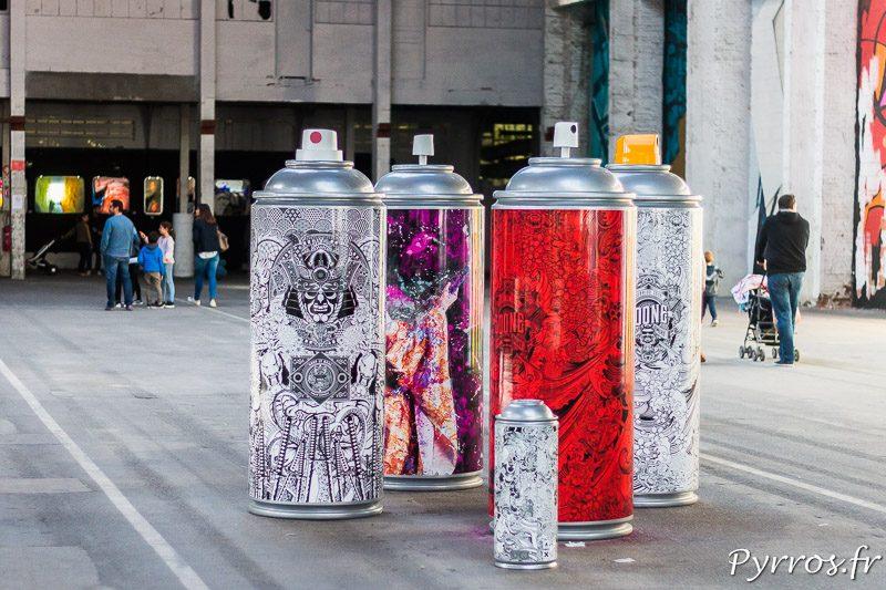 Des bombes de peintures géantes ont été peintes par des artistes et reprennent certains idées vues sur les murs du Mr Freeze 2017