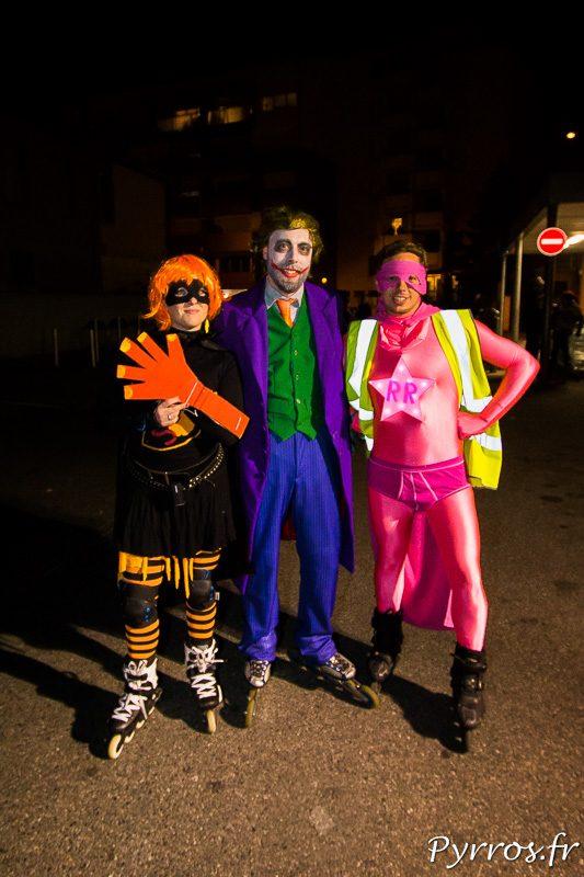 Surpertremp, Super-Clown et Super-Rose posent ensemble après la délibération du jury des staffeurs