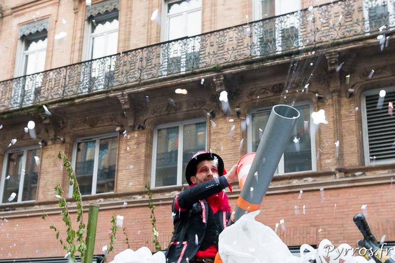 Un Canon à confettis au Carnaval 2018 de Toulouse