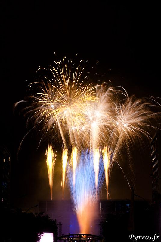 Pour les 150ans de Jaures le feu d'artifice est tiré depuis les toits de la médiathèque de Toulouse