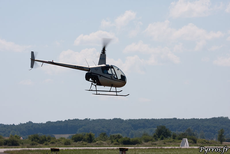 manœuvre basse du Robinson Helicopter R 22 BETA
