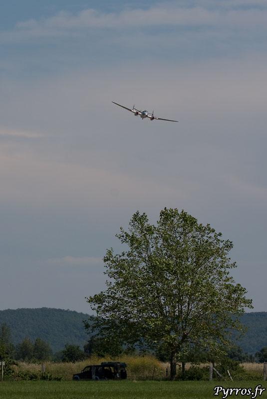 MD 312 Flamant au dessus de la campagne muretaine