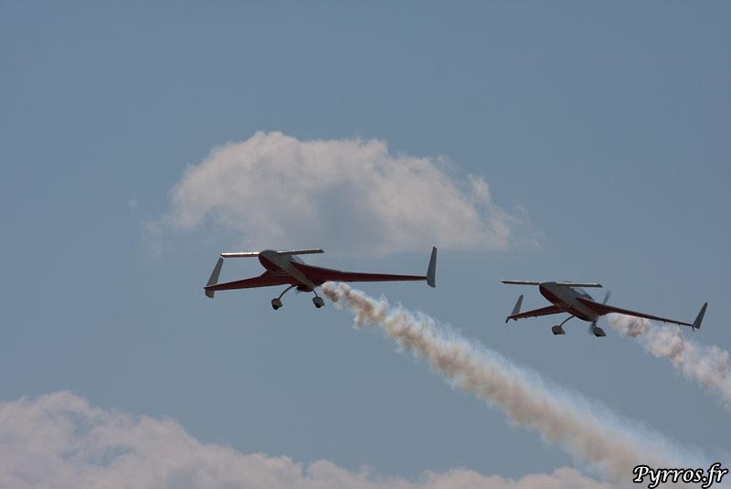 ACROEZ décollage en formation devant les nuages