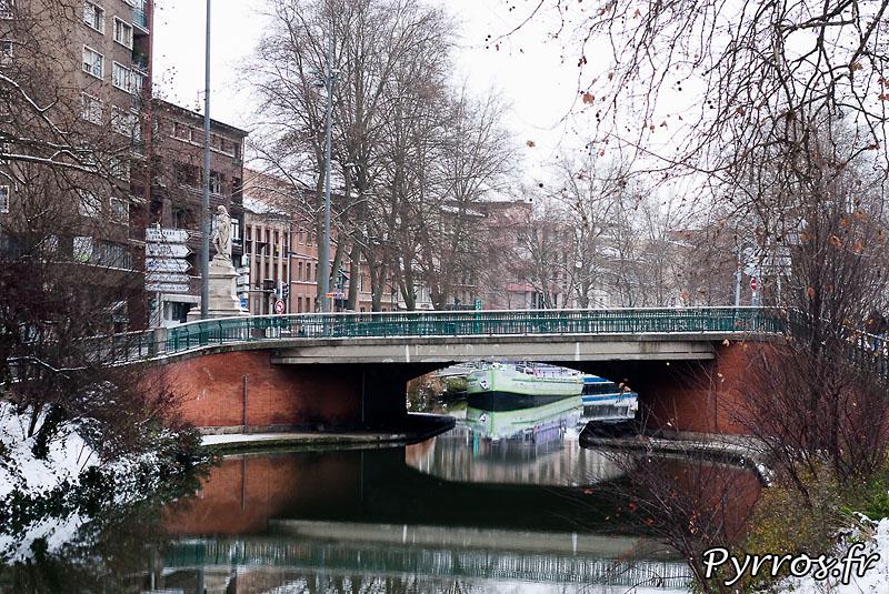 Neige à Toulouse, le canal du Midi sous la neige. (pont Matabiau)