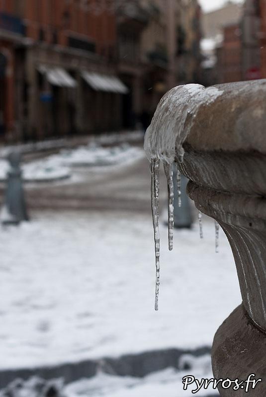 Neige à Toulouse, glace aux fontaines.