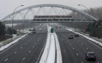 Toulouse sous la neige pour la troisieme fois de l'hiver, la voiture ou le métro ?